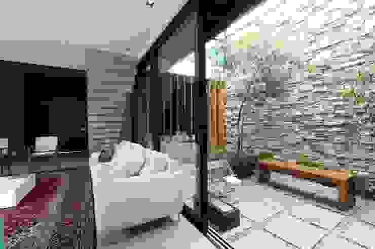 Jardines de invierno de estilo  por ZAAV Arquitetura, Minimalista
