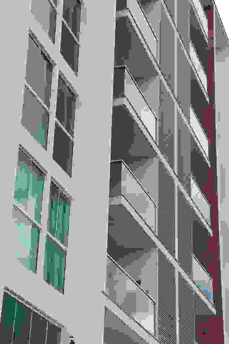 Minimal style window and door by ZAAV Arquitetura Minimalist