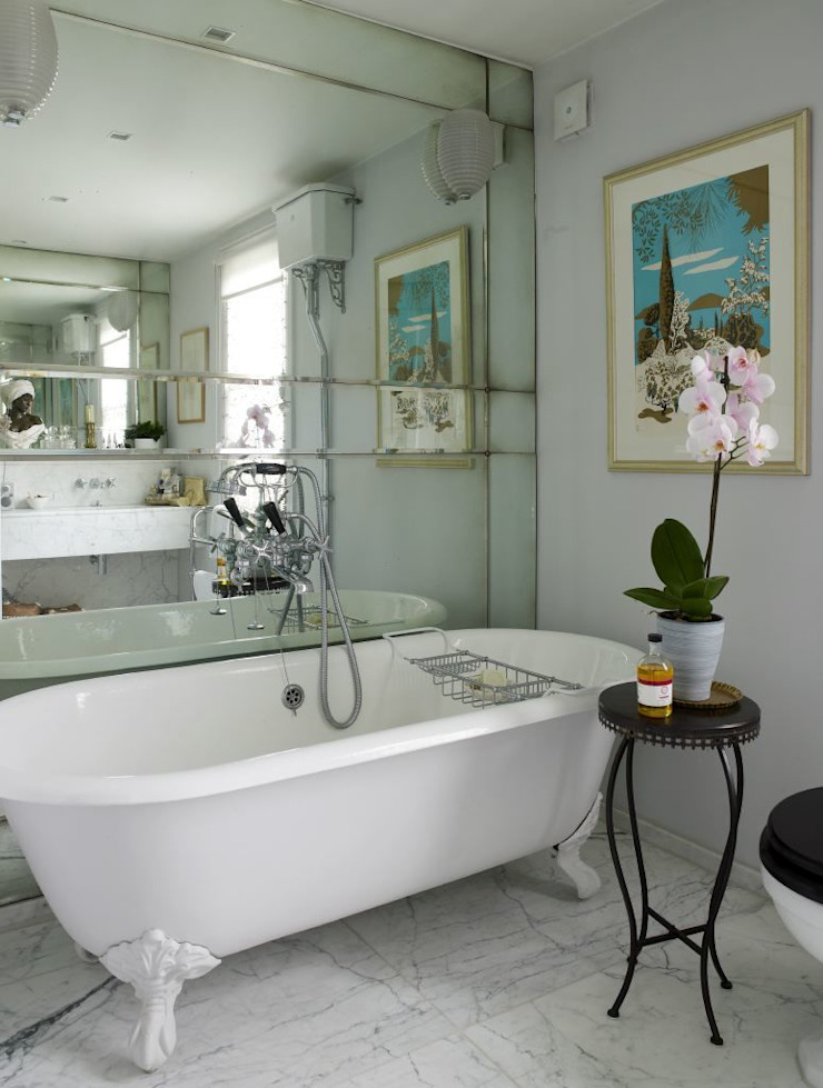 Antique Mirrored Master Bathroom Splashback モダンスタイルの お風呂 の Mirrorworks, The Antique Mirror Glass Company モダン