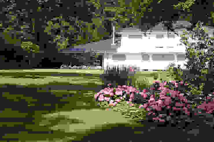 Blick auf Haus Grünplanungsbüro Jörg baumann Moderner Garten