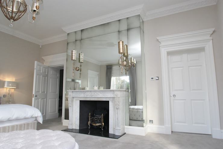 Antique mirror glass over mantel in Master bedroom Moderne slaapkamers van Mirrorworks, The Antique Mirror Glass Company Modern