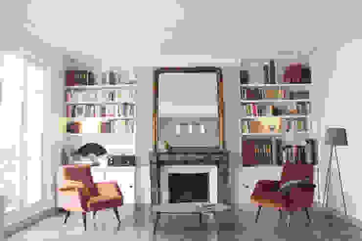 Salon + bibliothèque sur mesure Salon scandinave par Yeme + Saunier Scandinave