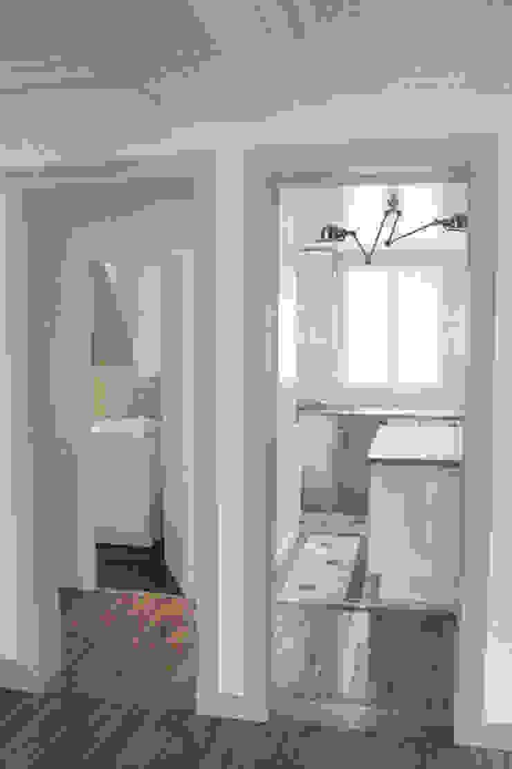 Distribution des espaces Couloir, entrée, escaliers minimalistes par Yeme + Saunier Minimaliste