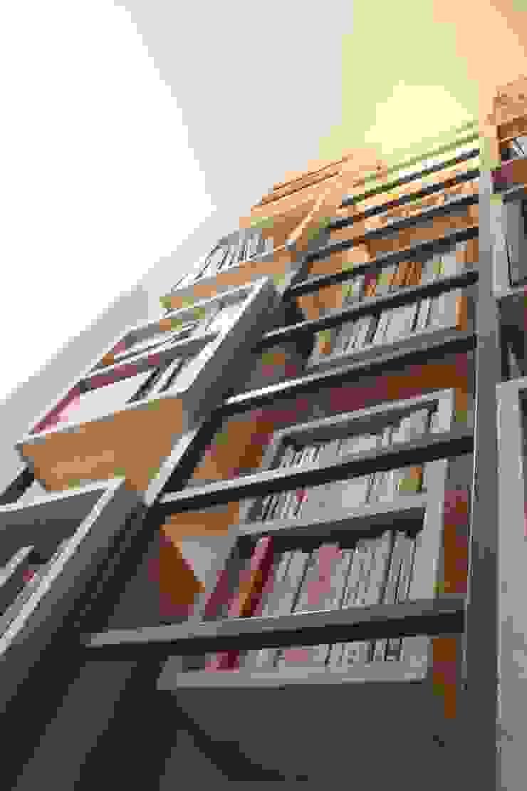 Détail Bibliothèque sur mesure + échelle par Yeme + Saunier Industriel