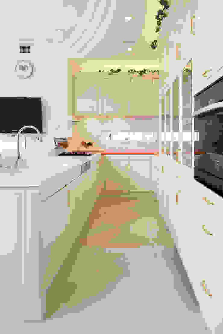 CASA CIELO Y MAR 地中海デザインの キッチン の 菅原浩太建築設計事務所 地中海