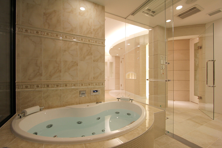 CASA CIELO Y MAR 地中海スタイルの お風呂・バスルーム の 菅原浩太建築設計事務所 地中海