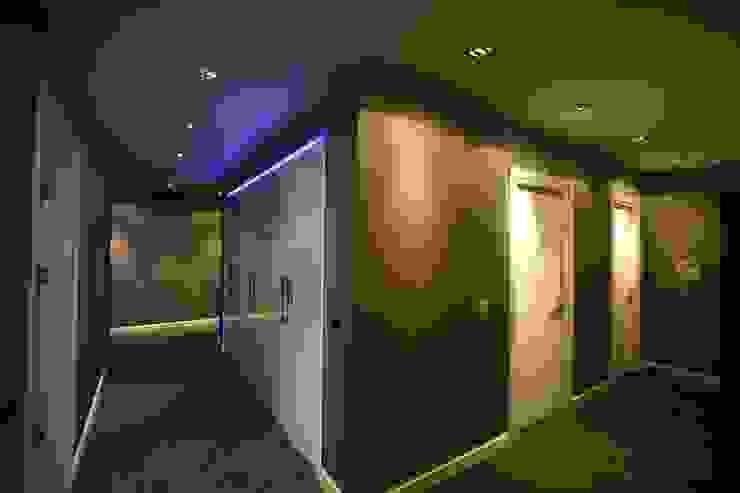 M.B. Evi Modern Koridor, Hol & Merdivenler avci_burak Modern