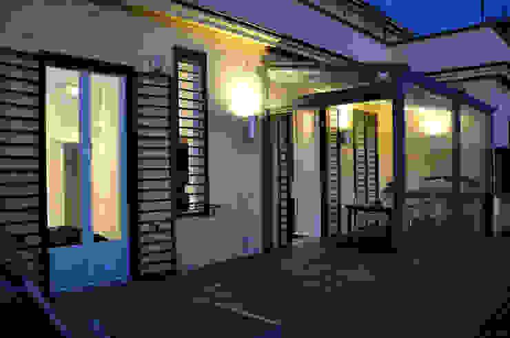 c_house terrazzo Balcone, Veranda & Terrazza in stile moderno di evels & papitto - b4architects Moderno