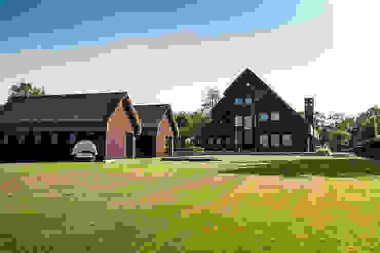 Wellnesstuin verbonden met het omliggende landschap Moderne tuinen van Studio REDD exclusieve tuinen Modern