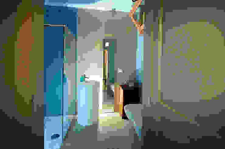 vista del bagno interno Bagno eclettico di silvia ancarani Eclettico