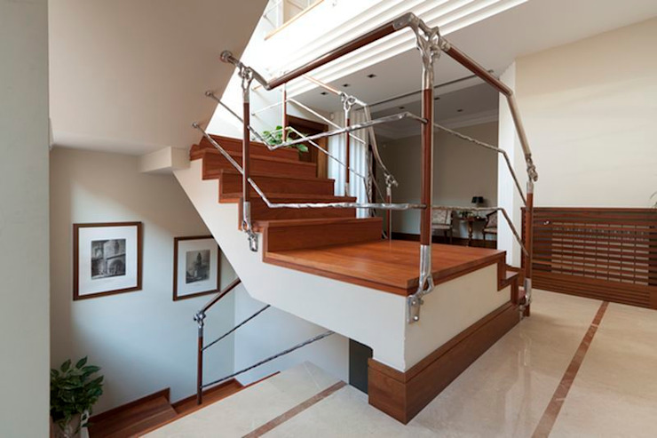 Escalera de Madera de Talí:  de estilo tropical de MUDEYBA S.L., Tropical