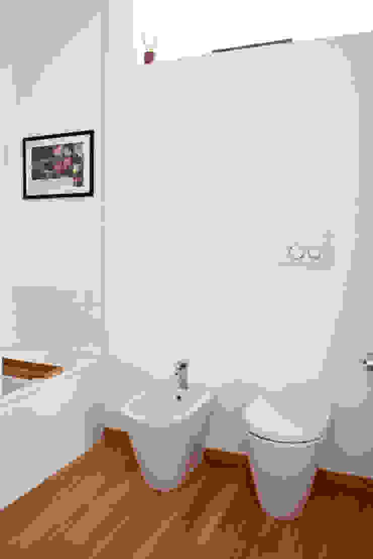 bagno camera da letto Bagno moderno di laboMint Moderno