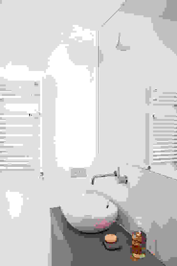 bagno piccolo Bagno moderno di laboMint Moderno