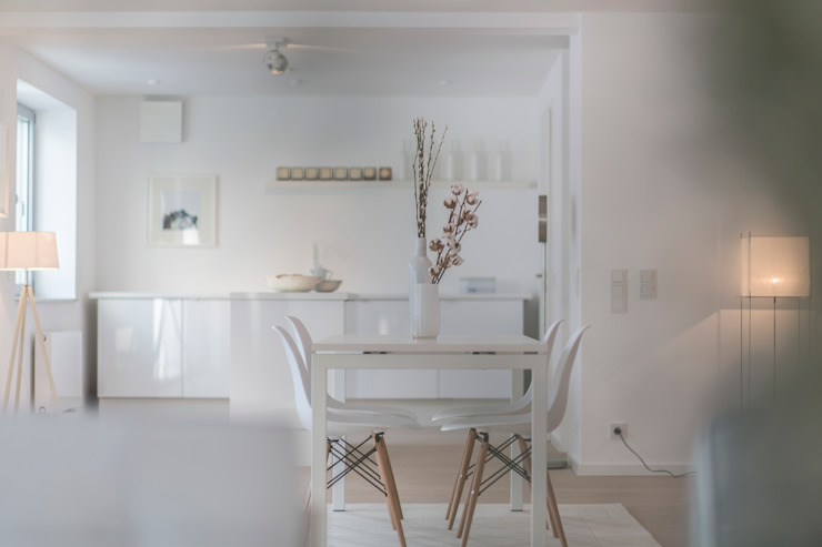 edit home staging CocinaMesas y sillas