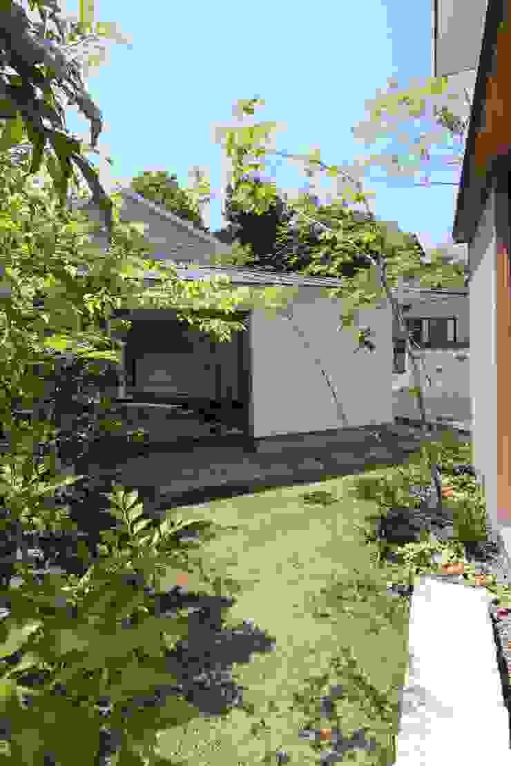 イエニワハナレ アジア風 庭 の amp / アンプ建築設計事務所 和風