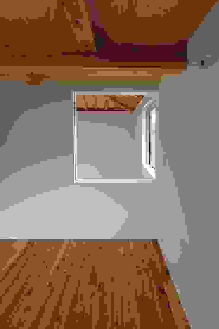 イエニワハナレ 和風の 寝室 の amp / アンプ建築設計事務所 和風