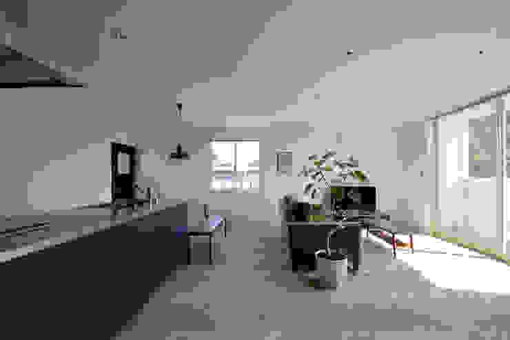 现代客厅設計點子、靈感 & 圖片 根據 石躍健志建築設計事務所 現代風