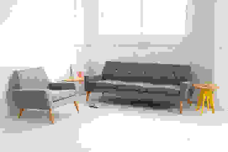 Finsbury Arm Chair and Sofa: scandinavian  by Assemblyroom, Scandinavian
