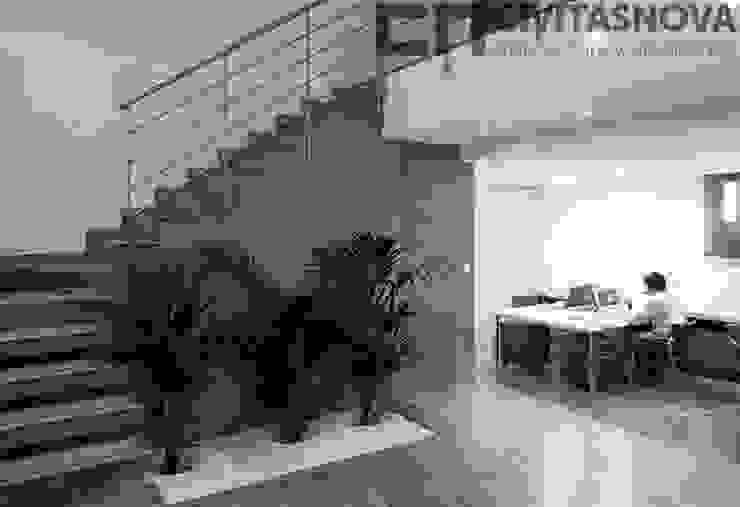 CIVITASNOVA - Escaleras y jardinera Estudios y despachos de estilo moderno de CIVITASNOVA Moderno