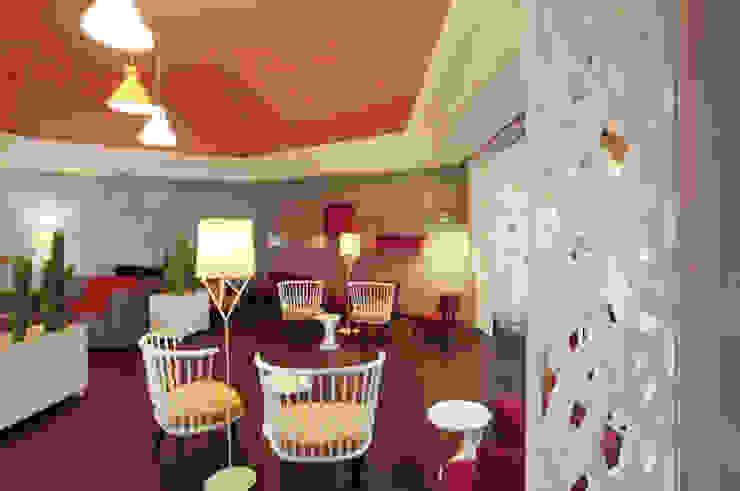 Salas de estilo  por Andaluciart Celosías y Tallados