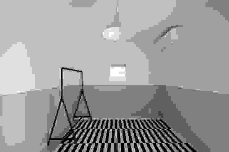 Modern Kid's Room by 石躍健志建築設計事務所 Modern