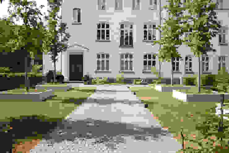 Klasyczny ogród od Grünplanungsbüro Jörg baumann Klasyczny