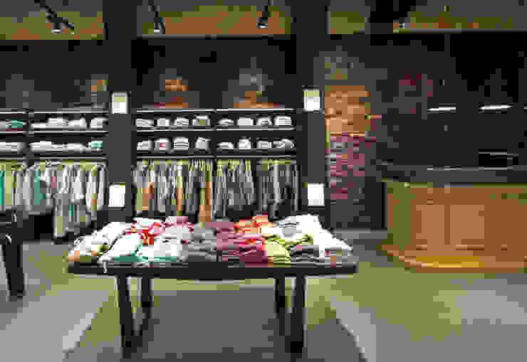 Bailly Diehl Flagship Store, Frankfurt Moderne Geschäftsräume & Stores von Fischer Lichtgestaltung Modern