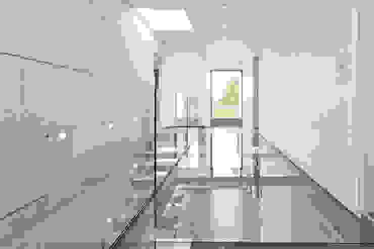 Glassteg Moderner Flur, Diele & Treppenhaus von Beck+Blüm-Beck Architekten Modern