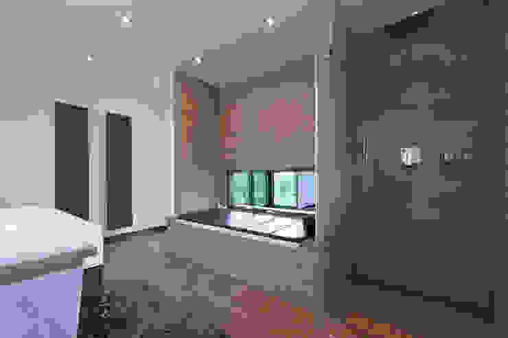 Moderne badkamers van Beck+Blüm-Beck Architekten Modern