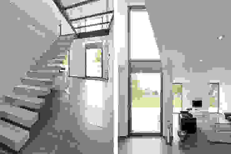Nowoczesny korytarz, przedpokój i schody od Beck+Blüm-Beck Architekten Nowoczesny