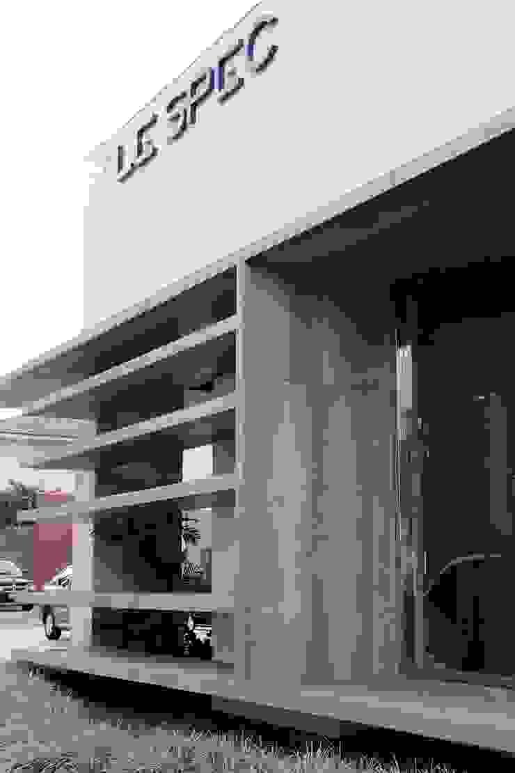 Lespec Espaços comerciais modernos por Carlos Otávio Arquitetura e Interiores Moderno