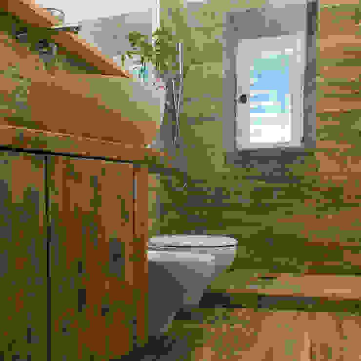 Bagni in pietra rivestimento naturale con fascino ed eleganza - Pavimento legno bagno ...