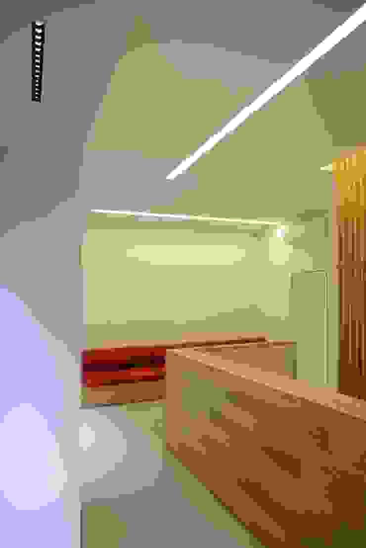 Minimalistische Geschäftsräume & Stores von ministudio architetti Minimalistisch