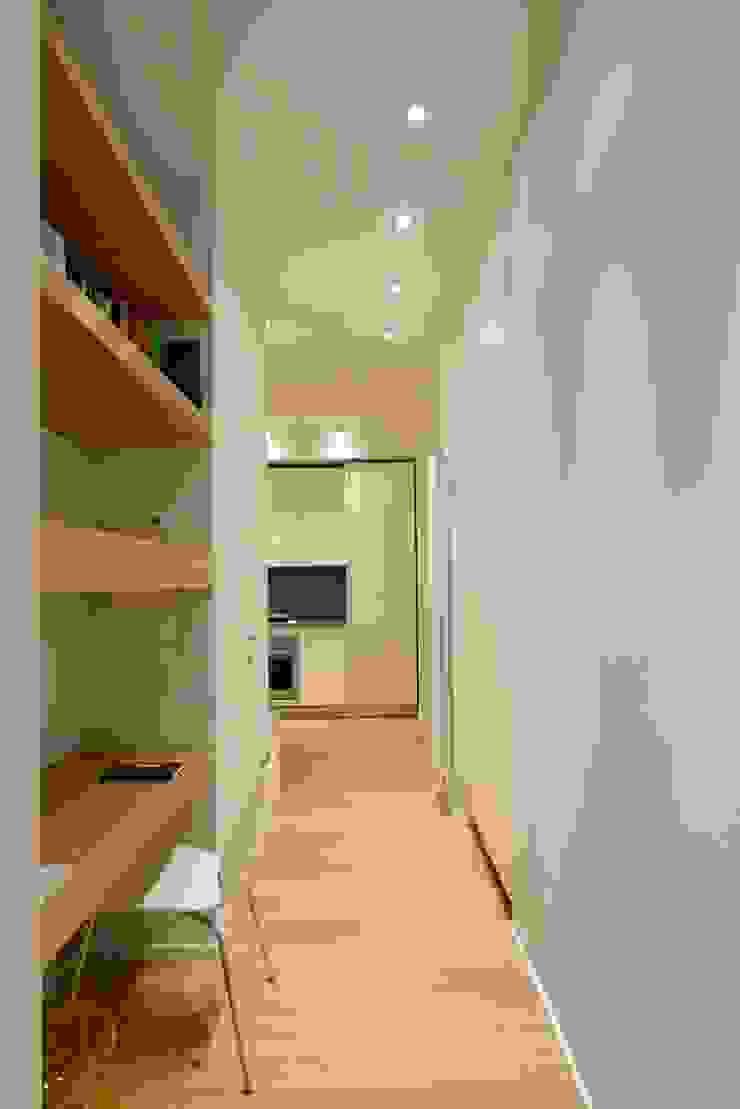 Ispirazione nordica Studio minimalista di ministudio architetti Minimalista
