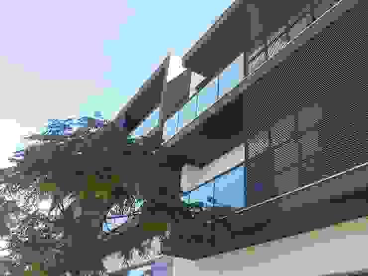 Edifício Concluído Varandas, marquises e terraços modernos por Ana Viegas Moderno