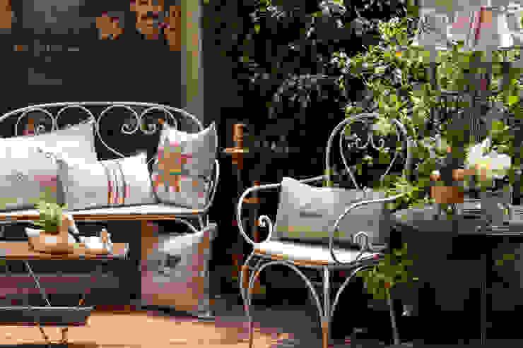 Lu Ink Eclectic style balcony, veranda & terrace