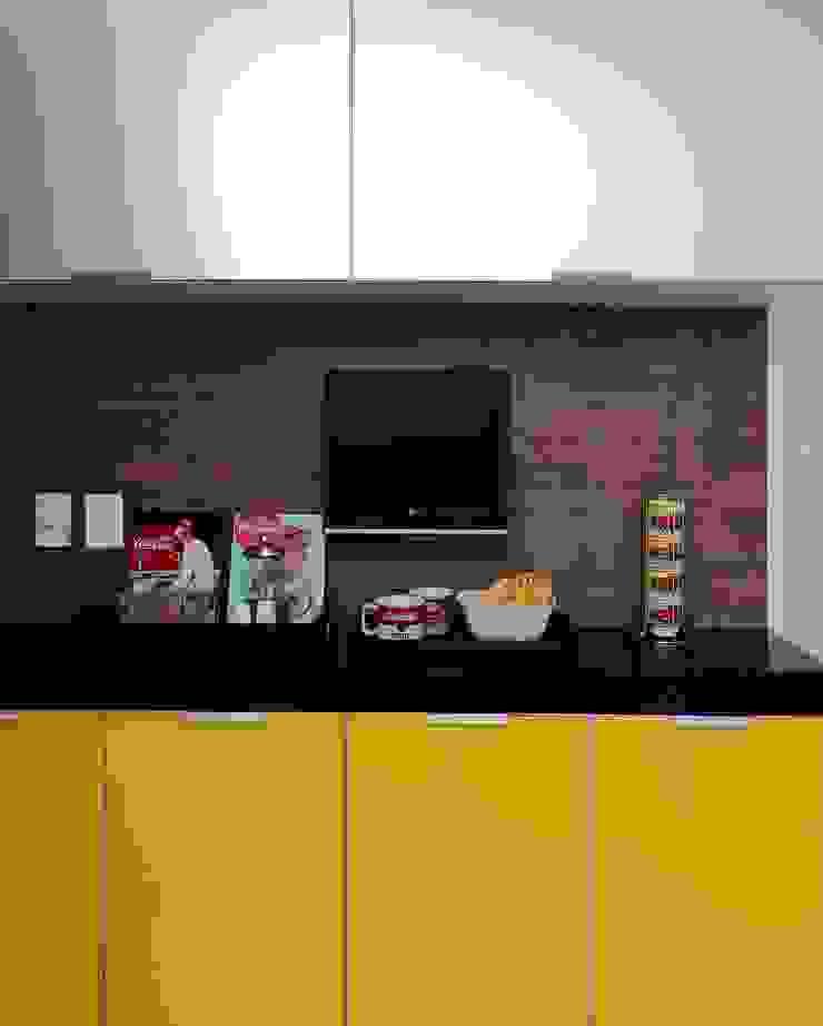 Apto 1000 1000 Cozinhas modernas por Carlos Otávio Arquitetura e Interiores Moderno