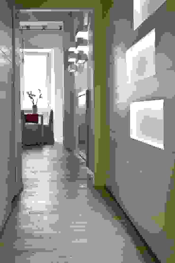 Tetti Romani Ingresso, Corridoio & Scale in stile minimalista di BARBARA BARATTOLO ARCHITETTI Minimalista