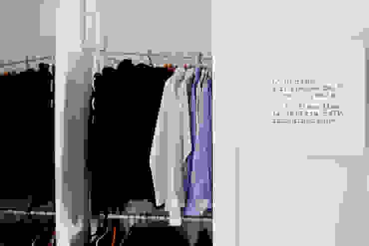 Closets de estilo minimalista de BARBARA BARATTOLO ARCHITETTI Minimalista