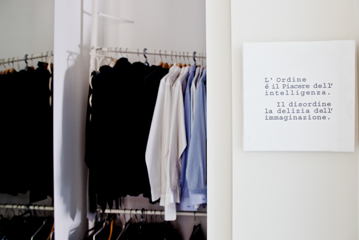 Minimalist dressing room by BARBARA BARATTOLO ARCHITETTI Minimalist