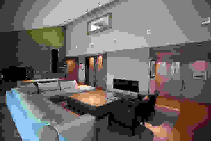 Salon Salon moderne par Atelier TO-AU Moderne