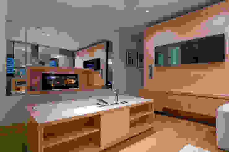 Casas de banho modernas por Atelier TO-AU Moderno