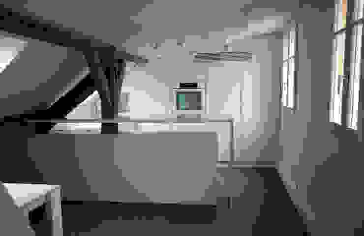 Кухня в стиле модерн от Atelier TO-AU Модерн