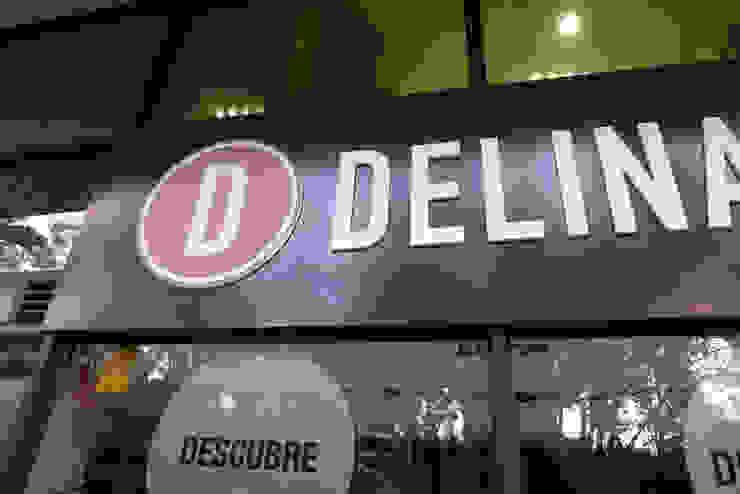Rótulo para Delina's Espacios comerciales de estilo moderno de Trama Moderno