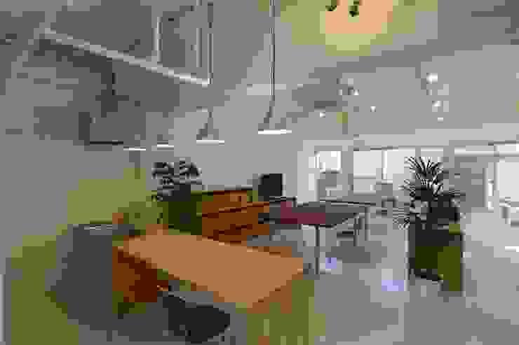coworking ruimte in 5th Avenue Moderne eetkamers van SHUSAKU MATSUDA & ASSOCIATES, ARCHITECTS Modern