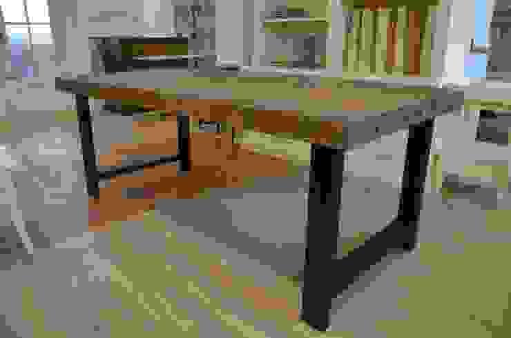 Tisch aus alten Teakholz joergensen-jensen Koloniale Gastronomie