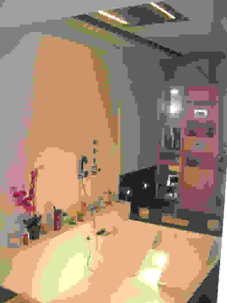 BAÑO PRINCIPAL Baños de estilo moderno de B3 Interiorisme Moderno