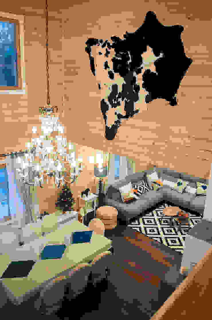 Гостиная в доме из клееного бруса в скандинавском стиле. Второй свет. от design-family