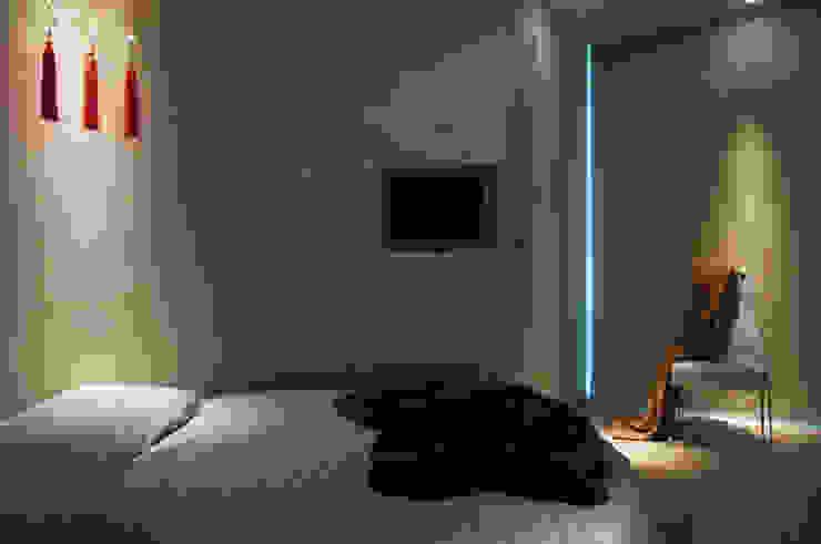 ABITAZIONE MM BOLOGNA, CAMERA DA LETTO Camera da letto moderna di INSIDESIGN STUDIOSTORE - MELMAN GROUP SRL Moderno