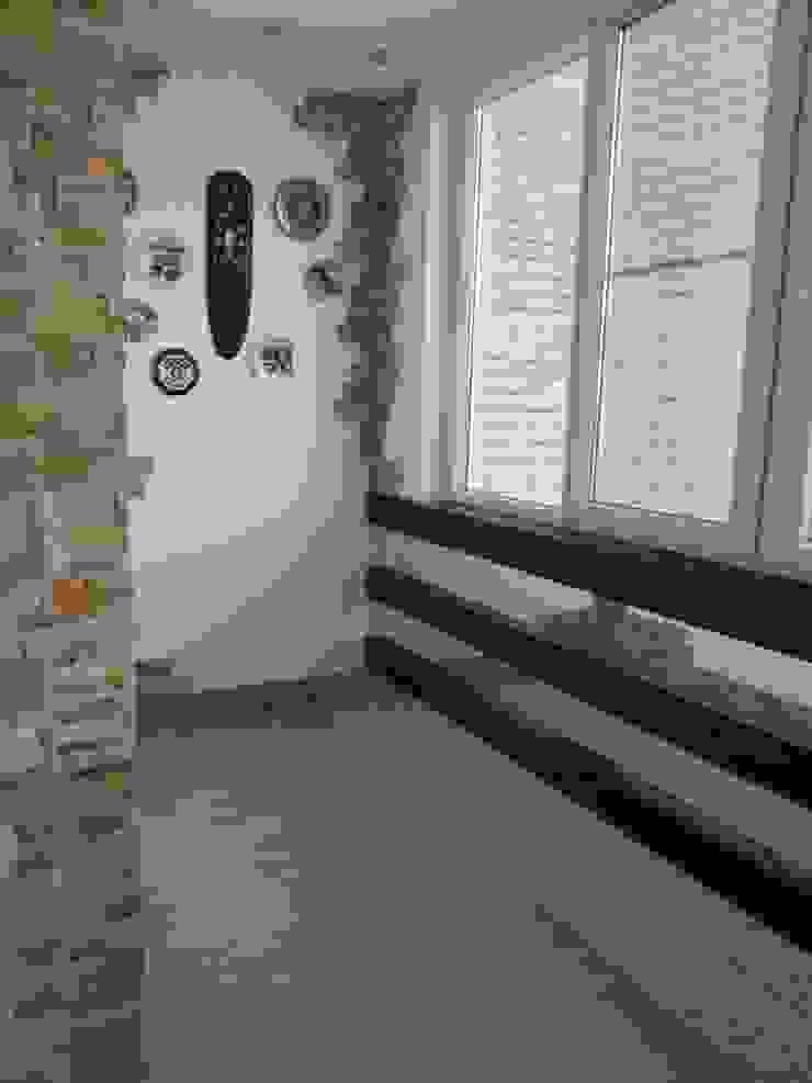 В духе времени Балкон и терраса в стиле минимализм от Яна Васильева. дизайн-бюро ya.va Минимализм